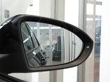 ブラインドスポットディフェクション装備!後方視界の死角の車両やバイク、自転車等の接近確認をサイドミラー先端で表示します。巻き込み防止の予防安全装備です。