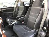 肉厚なクッションで座りやすく、疲れにくいシートになっています!!長時間の運転も快適です♪