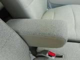 運転席にはセンターアームレスト付です。