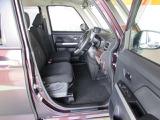 ボディはコンパクトだけどフロントドアは広い開口、乗り降りしやすい運転席と意外に広く感じられる室内です!