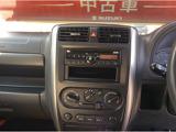 CDプレーヤー装備です。その下にエアコンと4WDの切り替えのスイッチが配置されています。