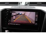 リヤビューカメラ:ギヤをリバースに入れると、車両後方の映像を映し出します。車庫入れや縦列駐車などの際に安全確認をサポートします。