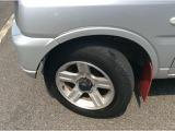 傷や汚れが目立ちにくいシルバーのボディカラーの商品です。シルキーシルバーメタリック塗装。