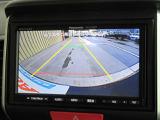 バックをするときギアが入ると自動でリアの様子が映るリアカメラ付きです。ナビ画面で確認しながらバックができますから安心ですね。でも、目視も大切ですよ。安全第一でお願いします。