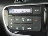 エアコンはオートエアコンでお好みの温度調整が出来ます。オールシーズン快適にドライブ出来て楽しさ倍増ですね。
