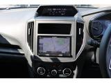 高速道路の渋滞による追突事故を防ぐ、全車速追従機能付きのクルーズコントロールにアクティブレーンキープ機能もあります。