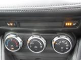 余計な操作の手間が無いフルオートエアコン。運転席・助手席にはシートヒーターを装備。冬期の寒い時に重宝します。