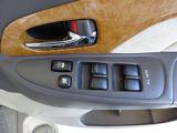 オールオートですので運転席からどの席の窓も全開閉が簡単にできて便利です。