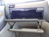 運転席から手の届く場所にあって出し入れのしやすい収納スペース。