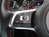 最新のレーダー追従装置付VW車にはこのスイッチがハンドルにあります。オーディオ音量スイッチ付