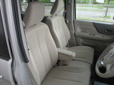 明るい雰囲気の内装で、車内が広く感じます。