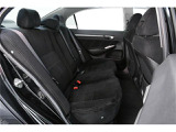 後部座席もシートには厚みがあり座りやすい構造になっています。長時間でも疲れないでリラックスできます。
