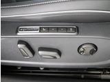 ★運転席のシート調整スイッチです。運転席、助手席やステアリングには内蔵されたヒーターで寒い日にも快適なドライブが楽しめます。