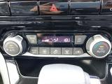 オートエアコン搭載の車となっております。ある一定の温度に設定しておけば自動的に車内の温度を保ってくれます。
