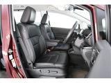 運転席はパワーシートで着座位置調整も楽々◎更に前席はシートヒータを装備!!
