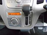 オート式のエアコンです☆室内の空調管理も簡単に出来ますので、運転に集中できます。デジタル表示の温度設定ですので、細かな室内温度管理も出来ます♪