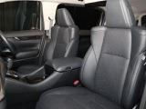 後席モニターも装備されてますので、ロングドライブが楽しくなります!!