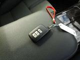 ★キーレスプッシュスタートシステム★エンジンスタートはキーレスプッシュスタート。鍵を車内に持ち込めばシリンダーに差し込まなくともボタン1つでエンジンがかかります★もちろんスペアキーもあります!
