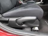 シートの高さを上下出来るシートアジャスター機能もついております。