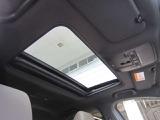 開放的な電動スライドガラスサンルーフ!オープンエアならではの開放感を満喫できます!