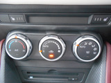 オートエアコンが装備されておりますので風量・風向・温度の調整が簡単です!