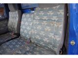 助手席シート背もたれ綺麗ですが、年数は経っているので多少の色褪せや汚れはあります。