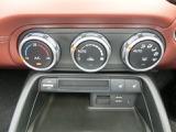 車内温度を設定すれば温度・風量と自動に設定してくれるオートエアコンはとっても便利な装備ですね♪冬場にはありがたいシートヒーターも付いてます☆