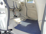 リヤシートを跳ね上げれば、より高いお荷物を積み込んでいただける空間が出現!スライドドアから積み下ろし可能です!!