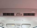 リヤシーリングファンで空気を効率的に循環させることで後席も快適