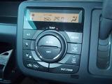 エアコンはオートエアコンです。風量を自動で調節してくれるので、運転に集中する事ができます。