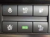 エマ-ジェンシ-ブレ-キ装備、衝突の可能性が高まるとメーター内ディスプレイへの警告表示とブザーでドライバーに回避操作を促します。