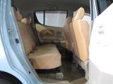 後部座席ドアの開口部は広く乗り降りに便利です