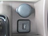 シガーソケット/携帯電話などの充電に便利です。