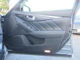 最適な運転姿勢を記憶でき、ボタン一つでシートポジションを合わせてくれるドライビングポジションメモリー付