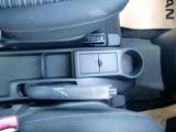 ロングドライブには欠かせないドリンクホルダー装備、お好みの飲み物を置くことができます。また小物入れとしてもお使い頂けます。