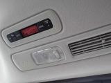 後席に座る方も快適に過ごせる用、後席専用のエアコンも付いています!