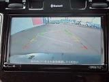 バックビューモニター付いていますので車庫入れ時や後方の安全確認にも便利です。