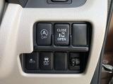 様々なスイッチは一まとめに。左側のオートスライドドアは運転席からも開け閉めができます。