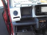 助手席前方には、ドリンクホルダーやカバー付き小物入れ、グローブボックス等、小物入れが充実しております!!