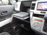 テーブル機能付インパネボックス♪(助手席)停車中にテーブルとして使えるインパネボックスです!