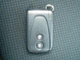 【スマートエントリーシステム】キーをポケットやバッグから取り出さなくてもドアの開閉やエンジンスタートができるすぐれものです。車の乗り降りも「スマート」に決めましょう♪