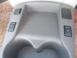 エアコン暖房入れるより素早く温まり心地良いシートヒーターを標準装備してます