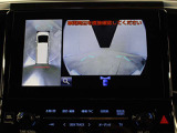 車両を上から見たような映像を表示するパノラミックビューモニター(左右確認サポート付+シースルービュー機能付)。運転席からの目視だけでは見にくい、車両周辺の状況をリアルタイムでしっかり確認できます。