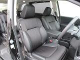 運転席にはパワーシートを装備!!細かいポジション設定が可能です♪