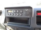 AM・FMのラジオ、下には収納ボックスもあり便利です
