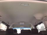 室内も十分な広さで大人が乗っても長距離ドライブでも疲れません。