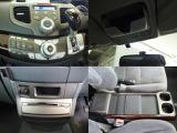 インパネシフト、オーディオ用とエアコンのスイッチや便利なセンタートレーなど