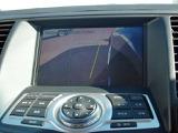 サイドブラインドモニターは運転席からは見えにくい左側前方をモニターに表示します。