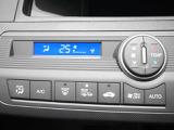 車内の雑菌をイオンで除去でき、快適な空間をつくりあげるプラズマクラスター内蔵エアコン、リアガラスやミラーの曇り、凍結を素早く取る熱線が付いてます、