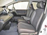 もしもの時も安心、安全なSRSサイドエアバック付き。アームレスト付きで運転するときも快適です